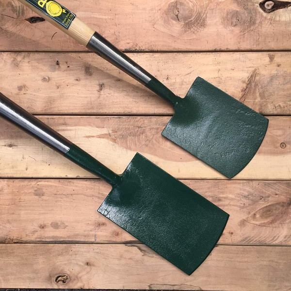 "The forged spades from Bulldog come in a variety of sizes. The two smallest don't have treads and are useful for tightly planted areas, borders, and gardeners who prefer smaller sized tools. At top is the 7"" shrubbery spade, below the 9"" border spade."
